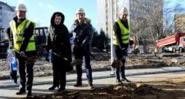 Rusza budowa Szpitala Południowego. Wbito pierwsze łopaty