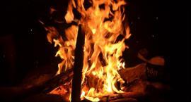 Pożar domu jednorodzinnego w Wilanowie w wyniku uderzenia pioruna